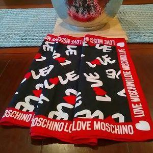 💗 Love Moschino scarf.